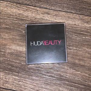HUDA Beauty Easy Bake Powder